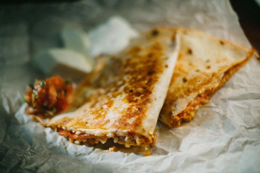 Новинки: Сырная кесадилья в Мастер Стейк