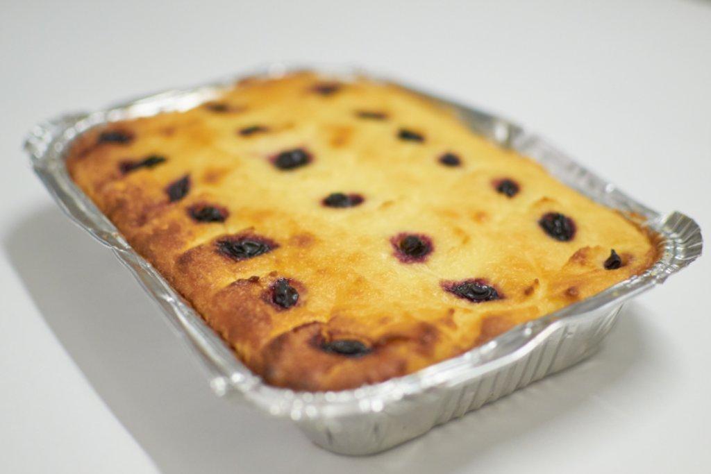 Десерты: Творожник ягодный в Кушать подано