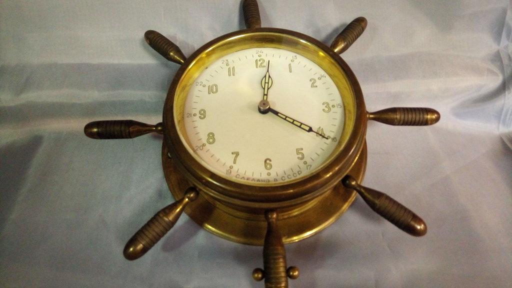 Старые вещи: Часы корабельные  в штурвале в Модели кораблей