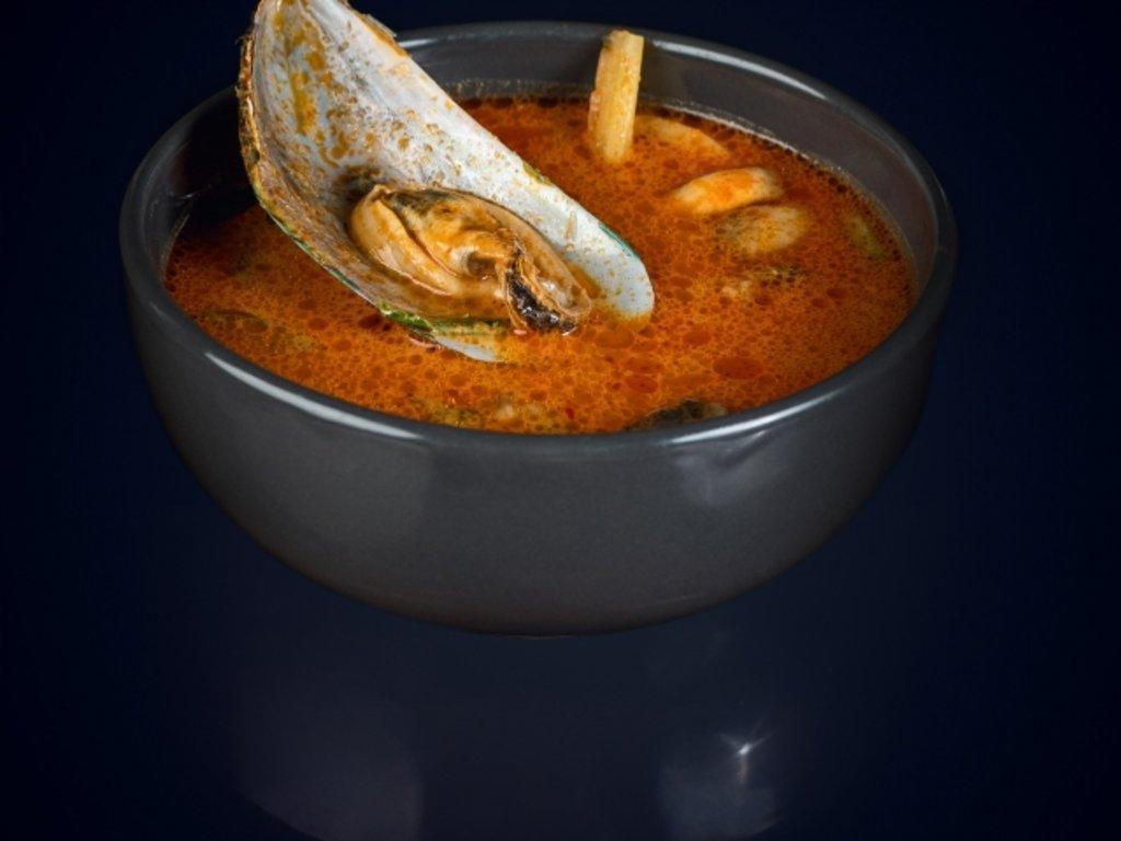Супы: Том ям с морепродуктами в МЭСИ суши&роллы