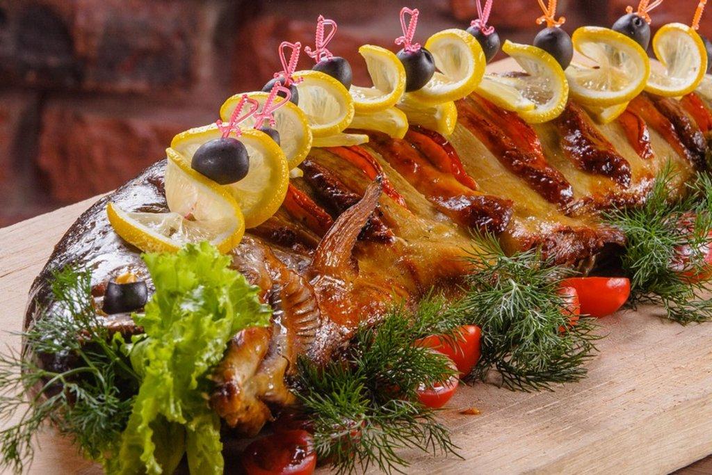 Банкетное меню: Форель фаршированная (цельная рыбка) в Смак-нк.рф