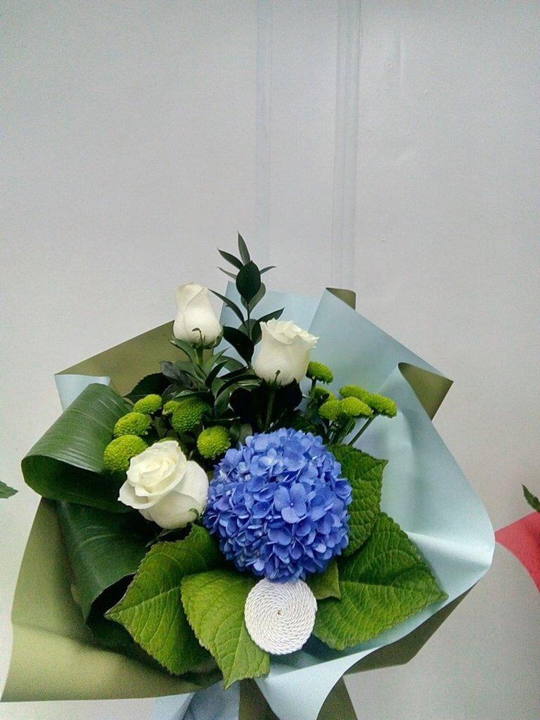 Букеты: Букет с гортензией в Николь, магазины цветов