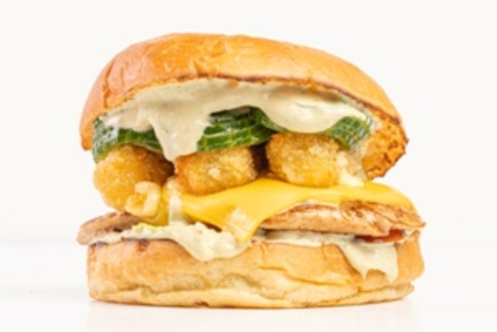 Бургеры с курицей: Сырный филе в Tesla Burger Тюмень