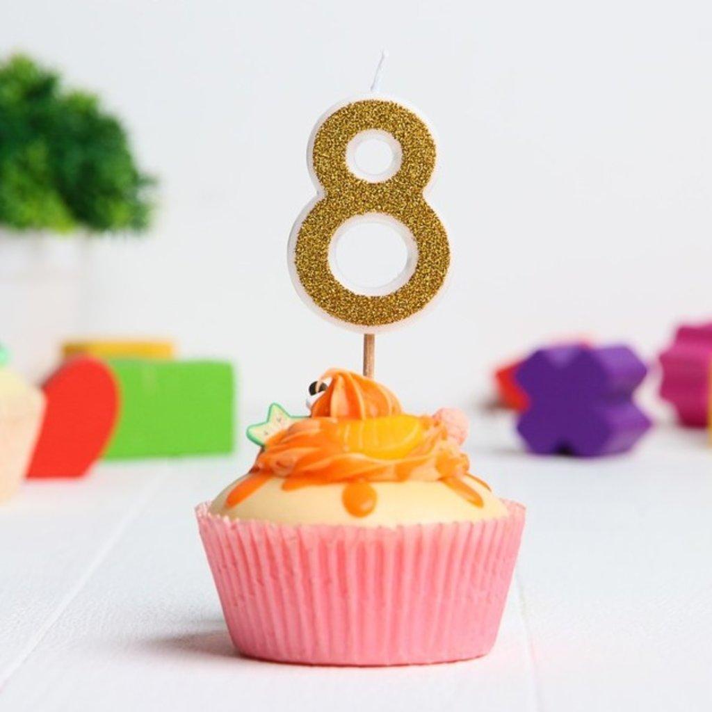 Свечи: Свеча в торт цифра 8, Гадкий Я, с блестками, 3,5 х 5 см в ТортExpress