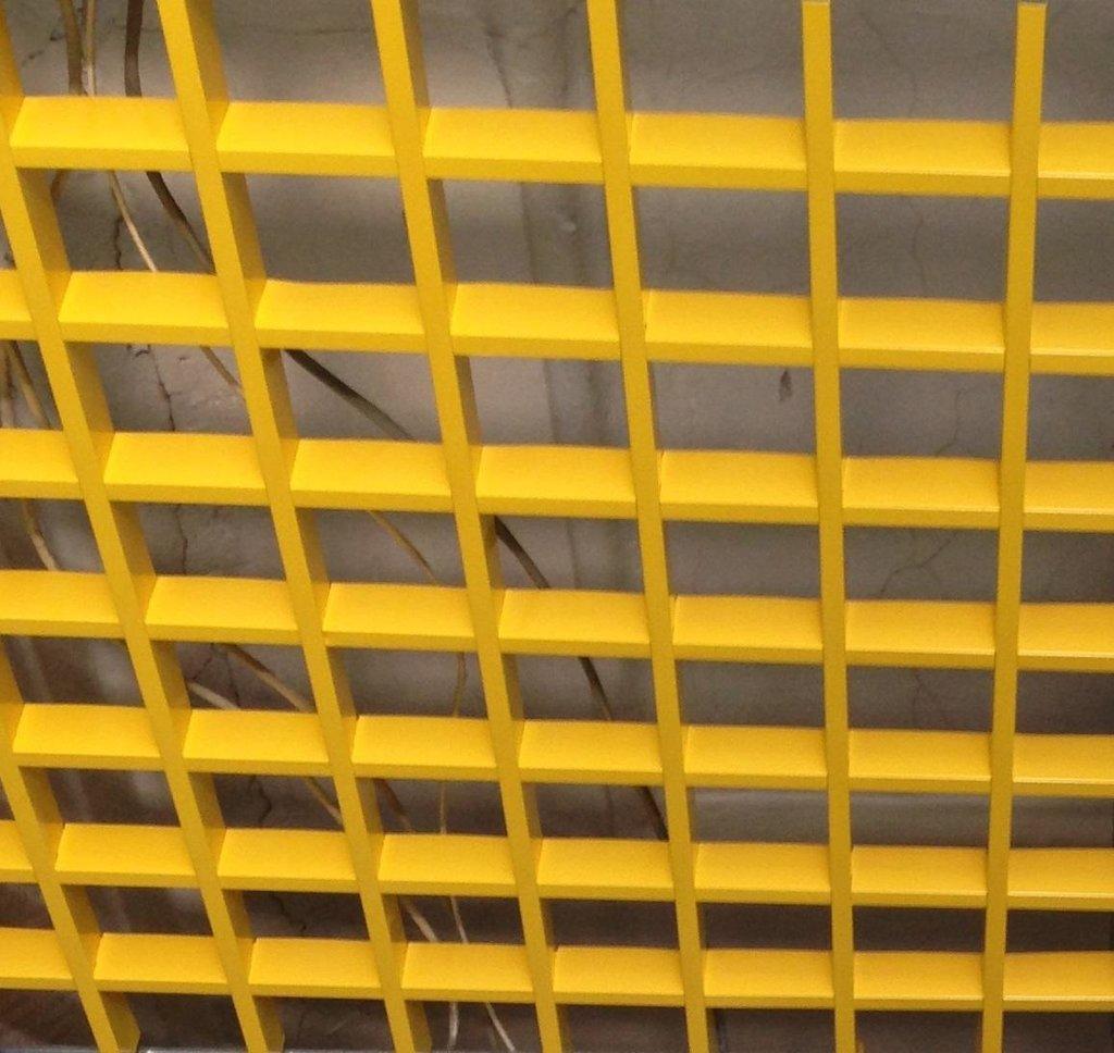 Потолки грильято: Потолок Грильято 100x100 h=40 желтый  (Cesal) в Мир Потолков