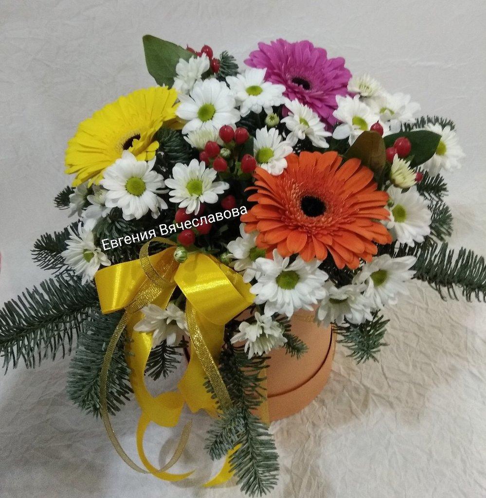 Композиции из живых цветов: Цветы в коробке в Николь, магазины цветов