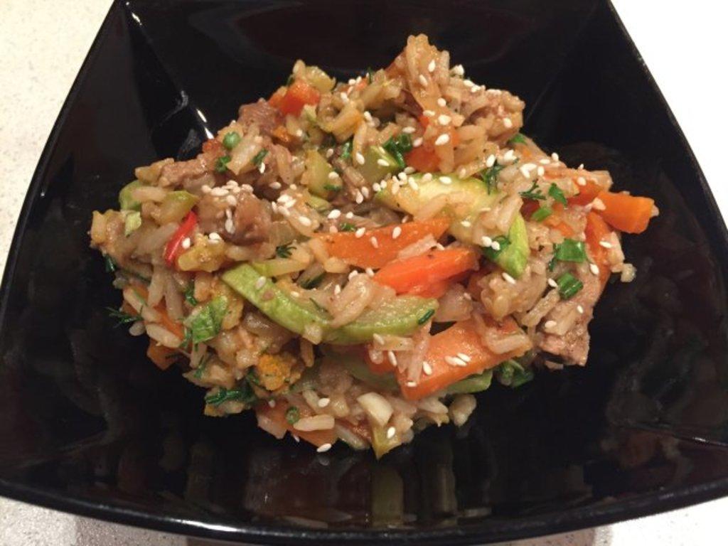 Четверг: Говядина с черным рисом и овощами 280гр в Смак-нк.рф