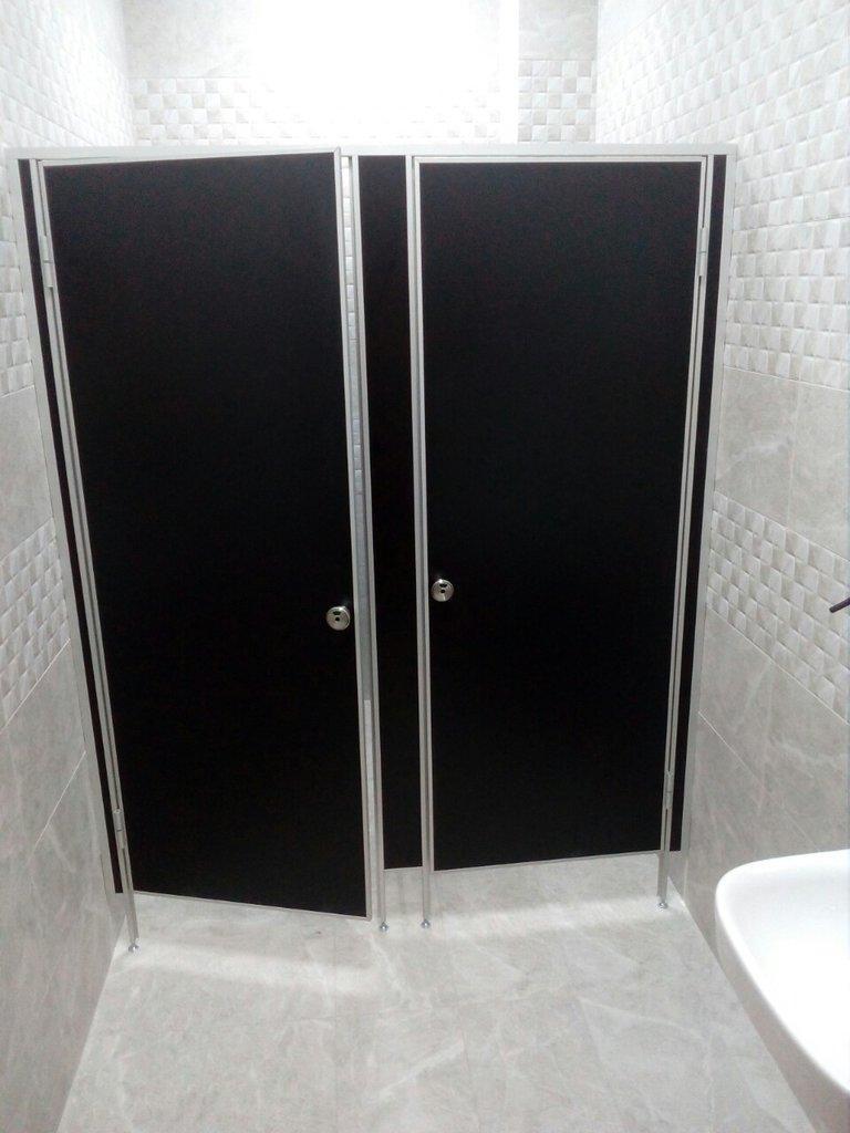 Перегородки для офиса и дома: Сантехнические перегородки (сантехкабины) в Строймода СК, ООО