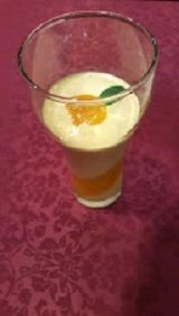 Напитки: Манго ласси в Ganga