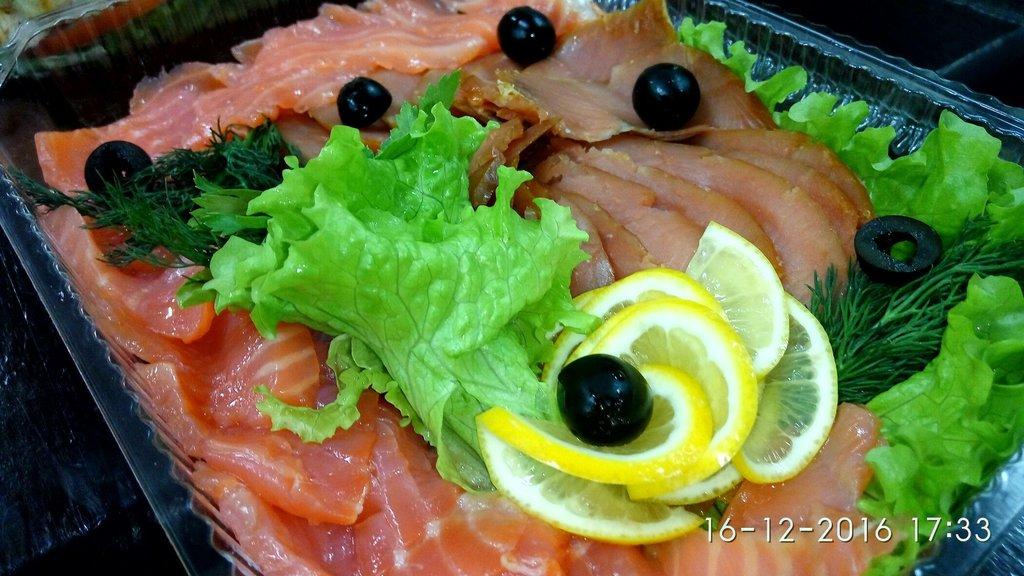 Холодные закуски: Рыбная тарелка в Обеды в офис Красноярск