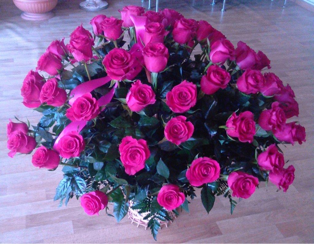 Букеты: Композиция в корзине в Николь, магазины цветов