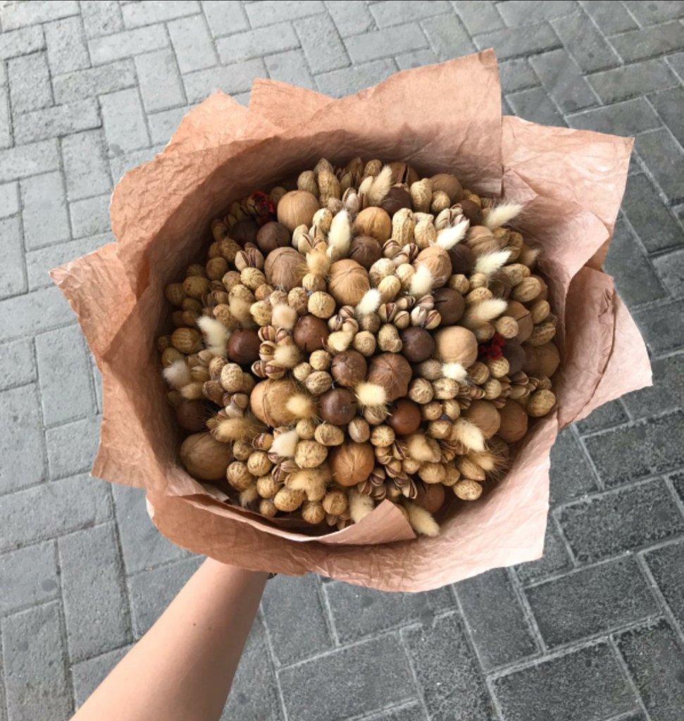 Букеты в крафте: Ореховый букет в Первый цветочный