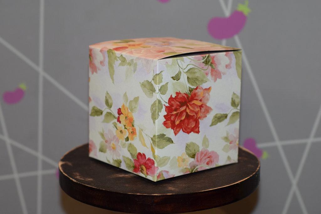 """Подарочная упаковка: Подарочная коробка под кружку """"Акварель"""" в Баклажан, студия вышивки и дизайна"""