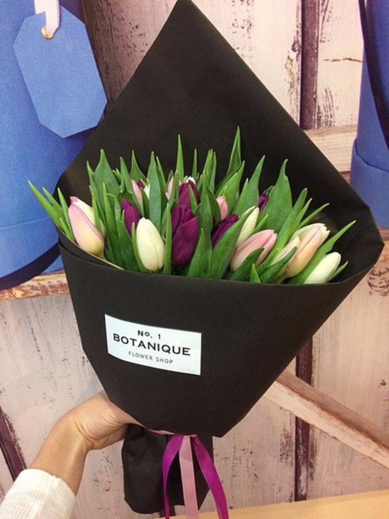 """Кулек крафт: """"Черный Крафт"""" 29 Тюльпанов в Botanique №1,ЭКСКЛЮЗИВНЫЕ БУКЕТЫ"""