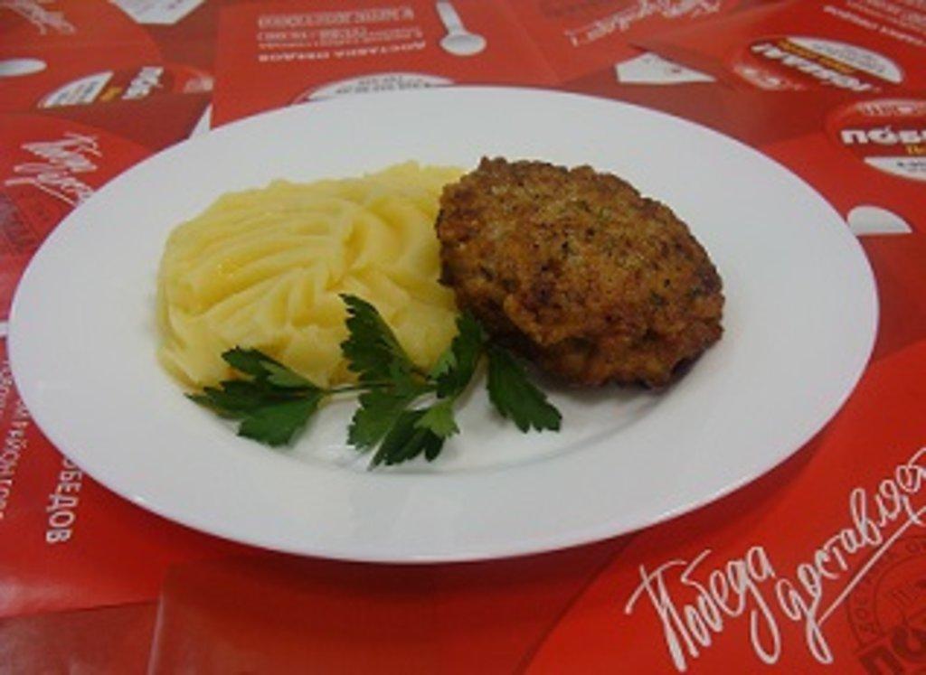 """Четверг, 18 апреля: Мясо рубленое """"Забава"""" + Пюре картофельное (300 г) в Победа! Пора обеда"""
