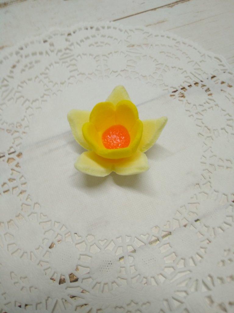 Украшения, декор: Украшение сахарное Нарцисс желтый в ТортExpress