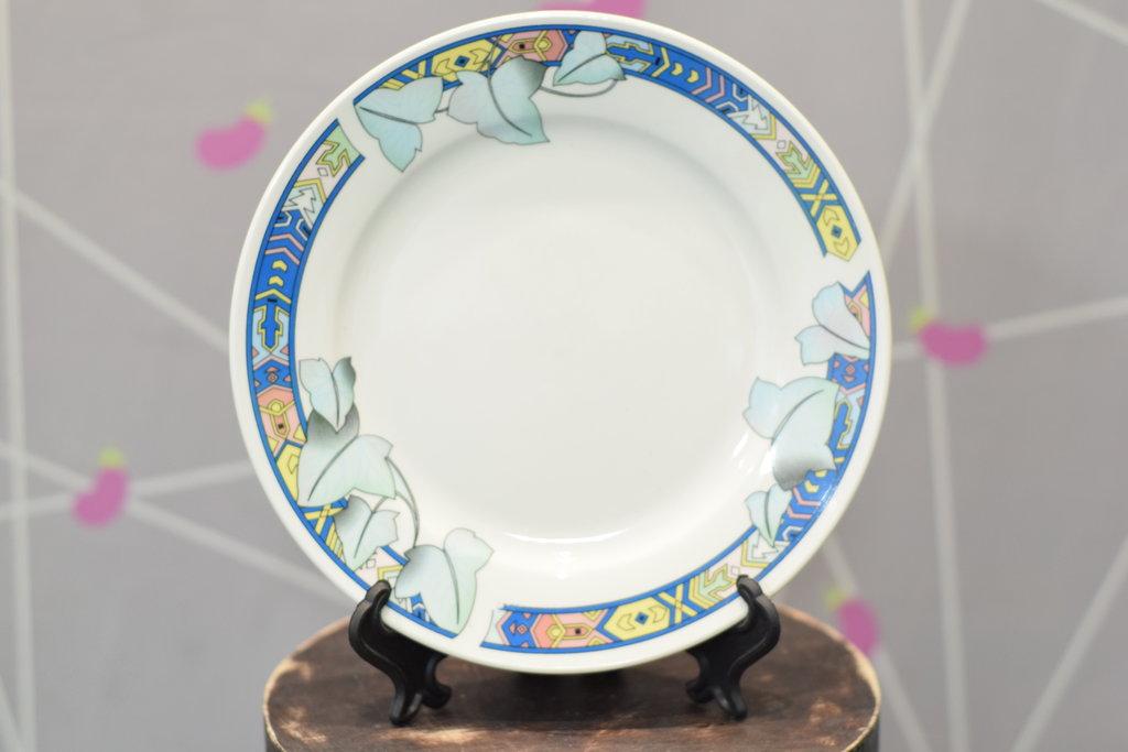"""Декоративные тарелки: Тарелка керамическая белая с каймой """"Цветочная"""" в Баклажан, студия вышивки и дизайна"""