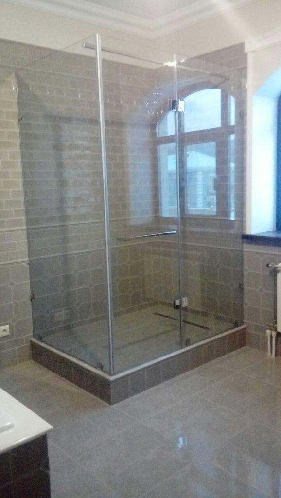 Перегородки для офиса и дома: Душевые перегородки (ограждения) из стекла в Строймода СК, ООО