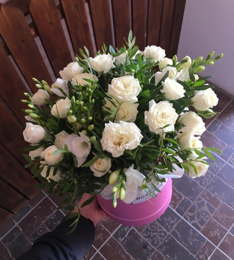 """Premier mini: """"Premier mini"""" Кустовые розы+Фрезия в Botanique №1,ЭКСКЛЮЗИВНЫЕ БУКЕТЫ"""