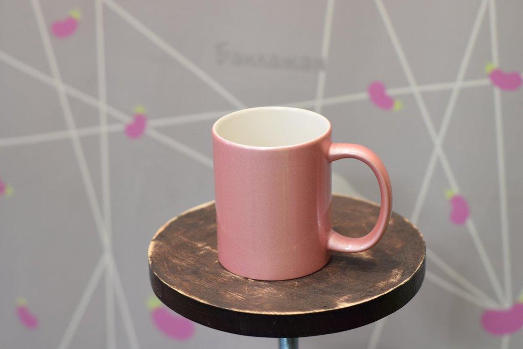 Чашки и кружки: Кружка розовая перламутровая в Баклажан, студия вышивки и дизайна