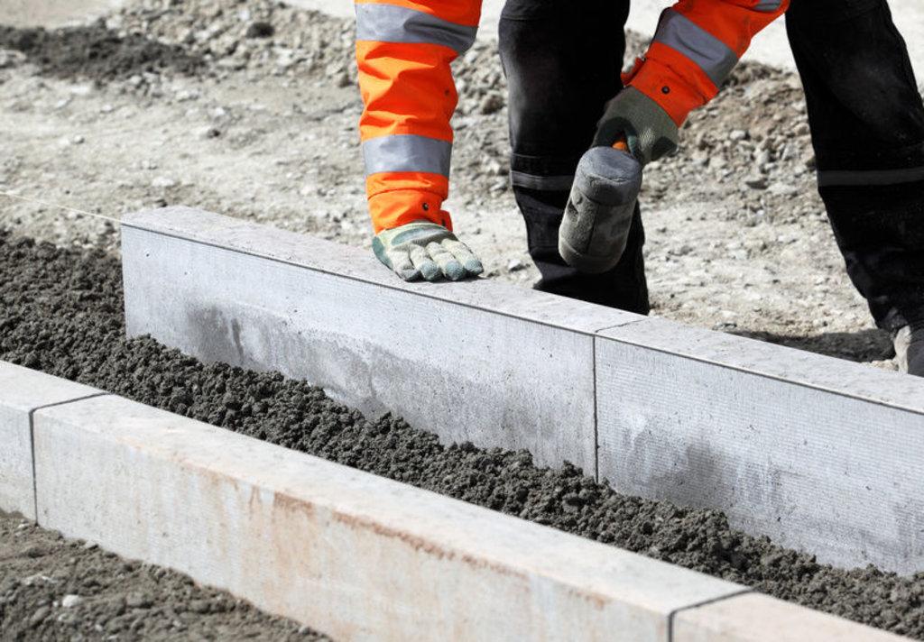 Строительные работы: Установка бордюров в А-профиль, капитальный ремонт и строительство