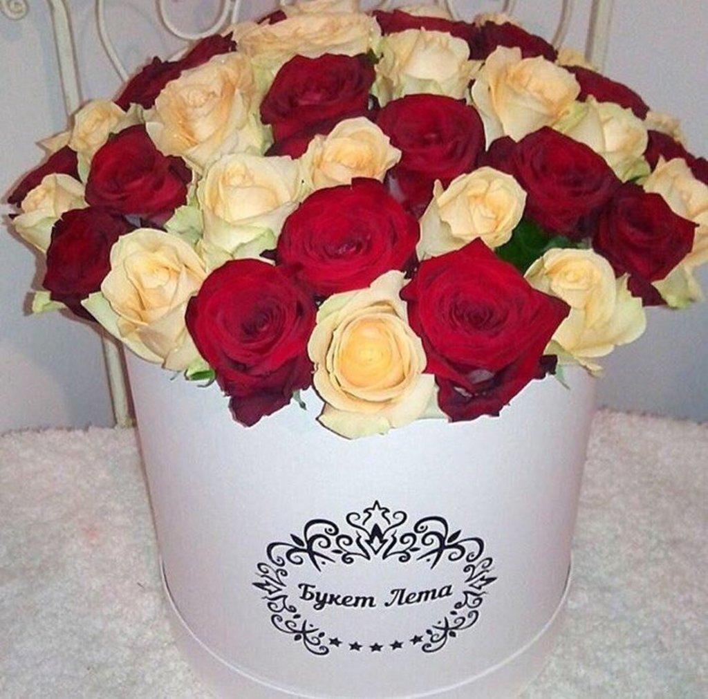 Цветы в коробке: Микс из роз в коробке в Николь, магазины цветов