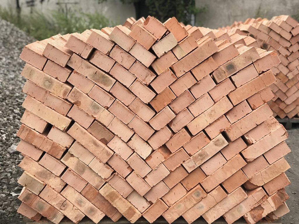 Стеновые блоки: Кирпич строительный М-100 (360шт) (Киселевск) полнотелый. Без НДС. в 100 пудов