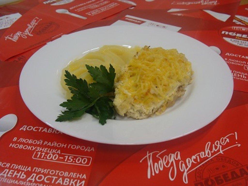 """Пятница, 15 февраля: Куриная грудка """"Каприз"""" + Пюре картофельное (300 г.) в Победа! Пора обеда"""