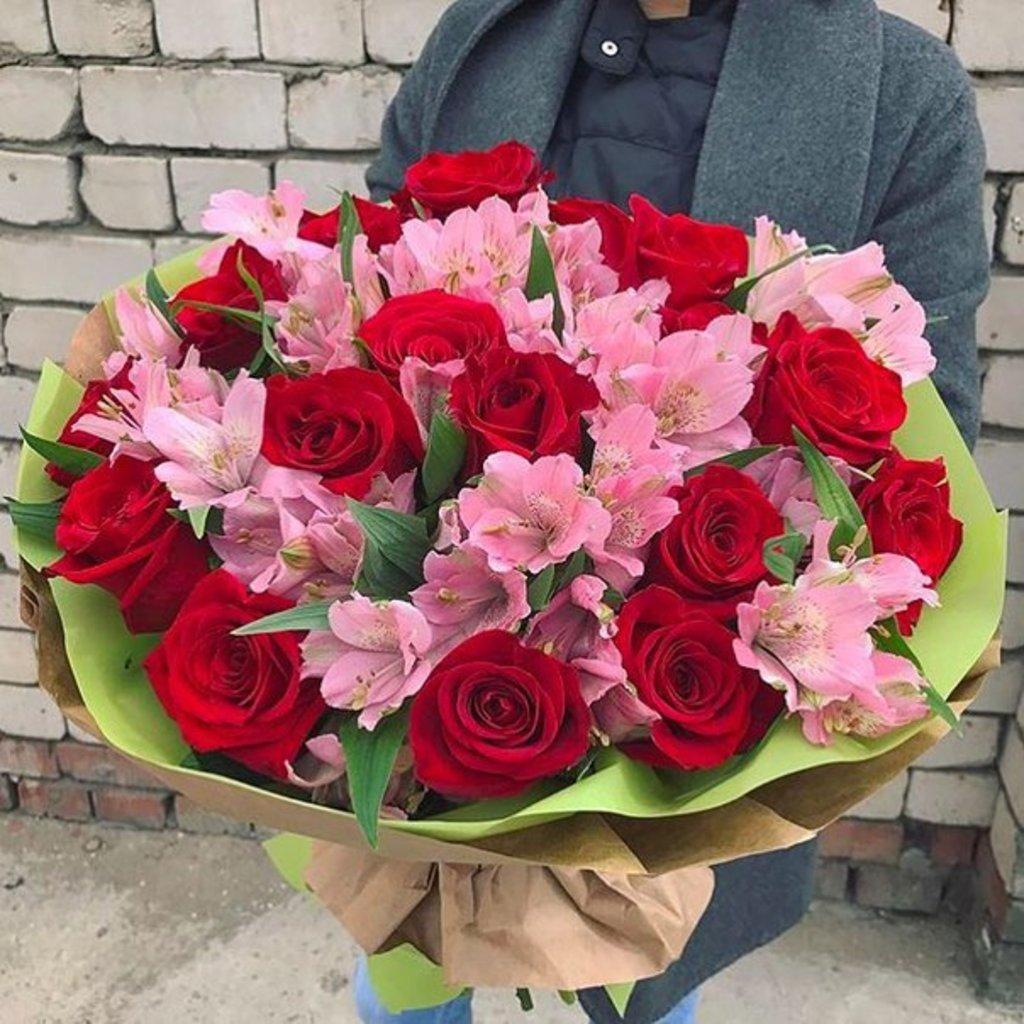 Букеты из альстромерии: Нежные мгновения в Первый цветочный