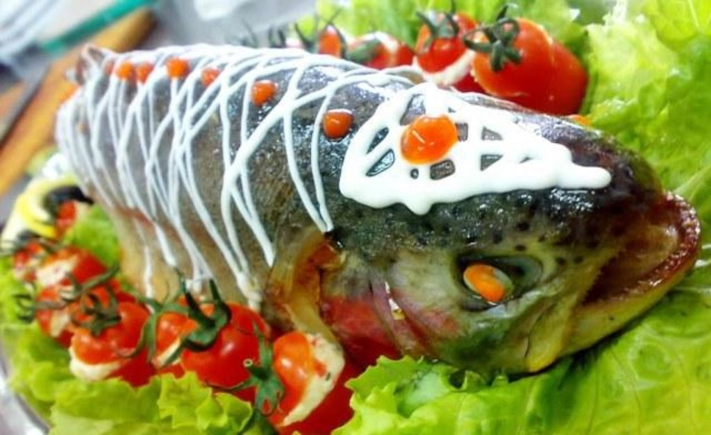 Банкетное меню: Кета фаршированная (цельная рыбка)кг в Смак-нк.рф