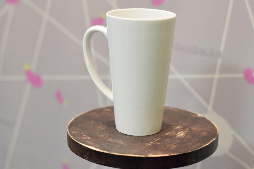 Чашки и кружки: Кружка белая конусная 480 мл в Баклажан, студия вышивки и дизайна