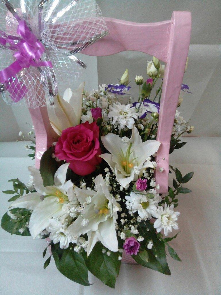 Композиции из живых цветов: Композиция в Николь, магазины цветов