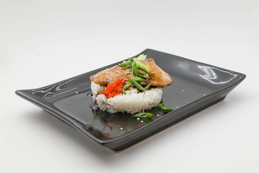 Wok: Лосось с рисом в Tokio
