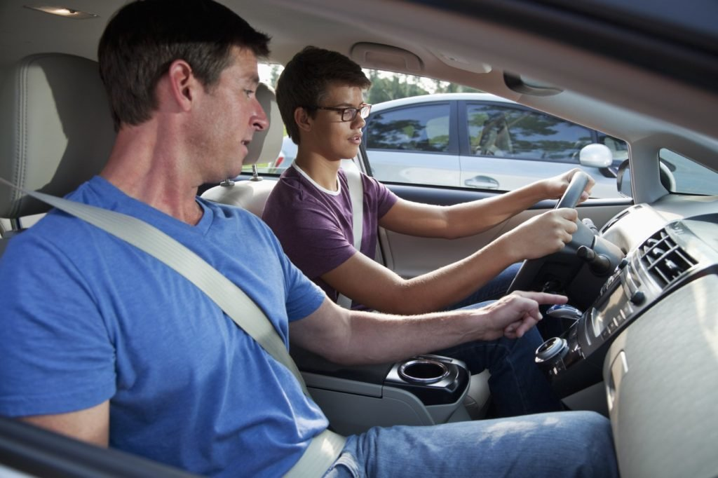 Автошкола: Уроки вождения в Лидер, автошкола