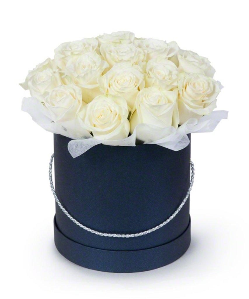 Цветы в коробке: Белые розы в круглой коробке в Николь, магазины цветов