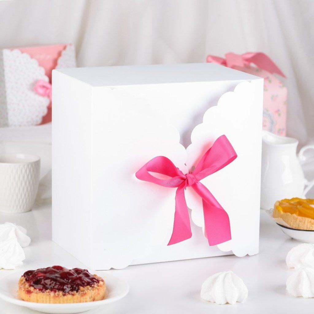 Коробки для кондитерских изделий: Коробка сборная для сладкого, белая, 22 х 22 х 14,5 см в ТортExpress