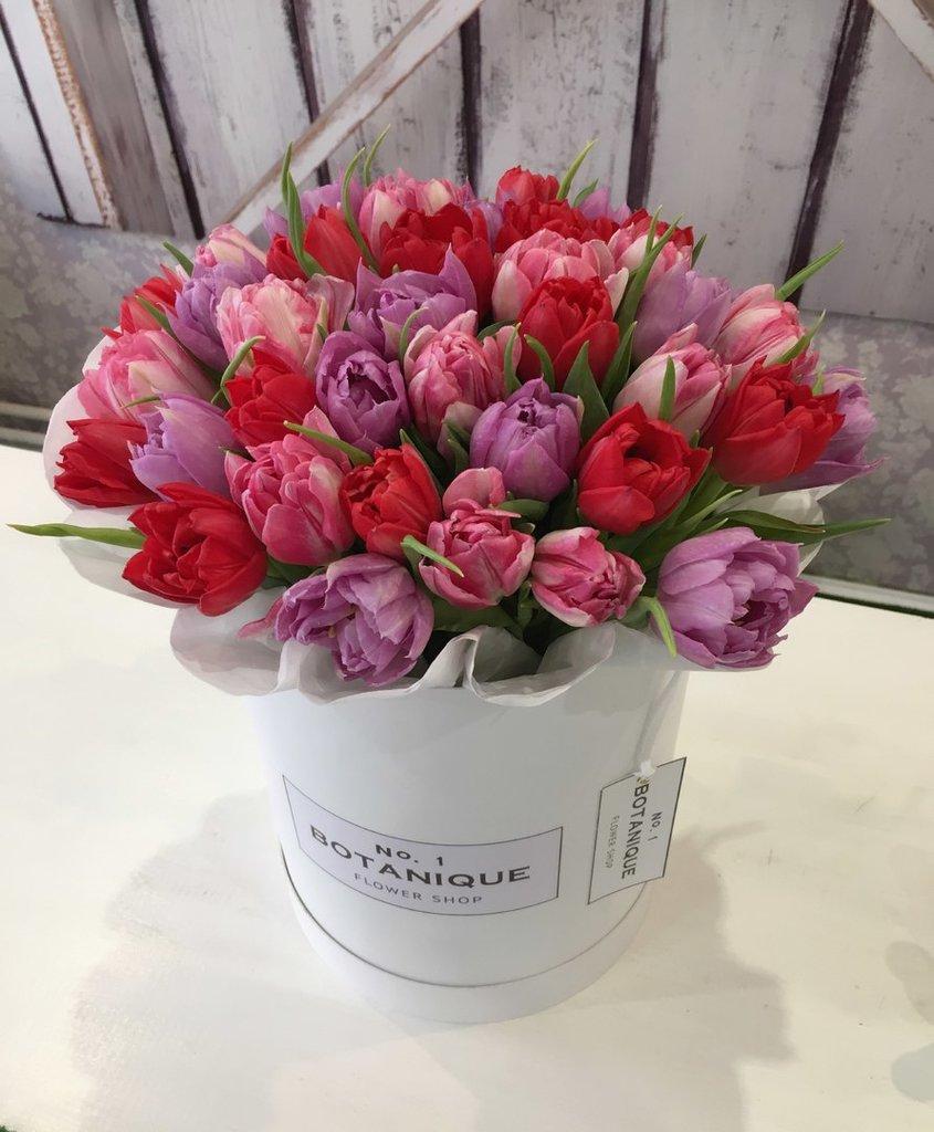 Premier: Шляпные коробки «Premier», заполненные самыми яркими и нежными миксами из Тюльпанов!!! в Botanique №1,ЭКСКЛЮЗИВНЫЕ БУКЕТЫ