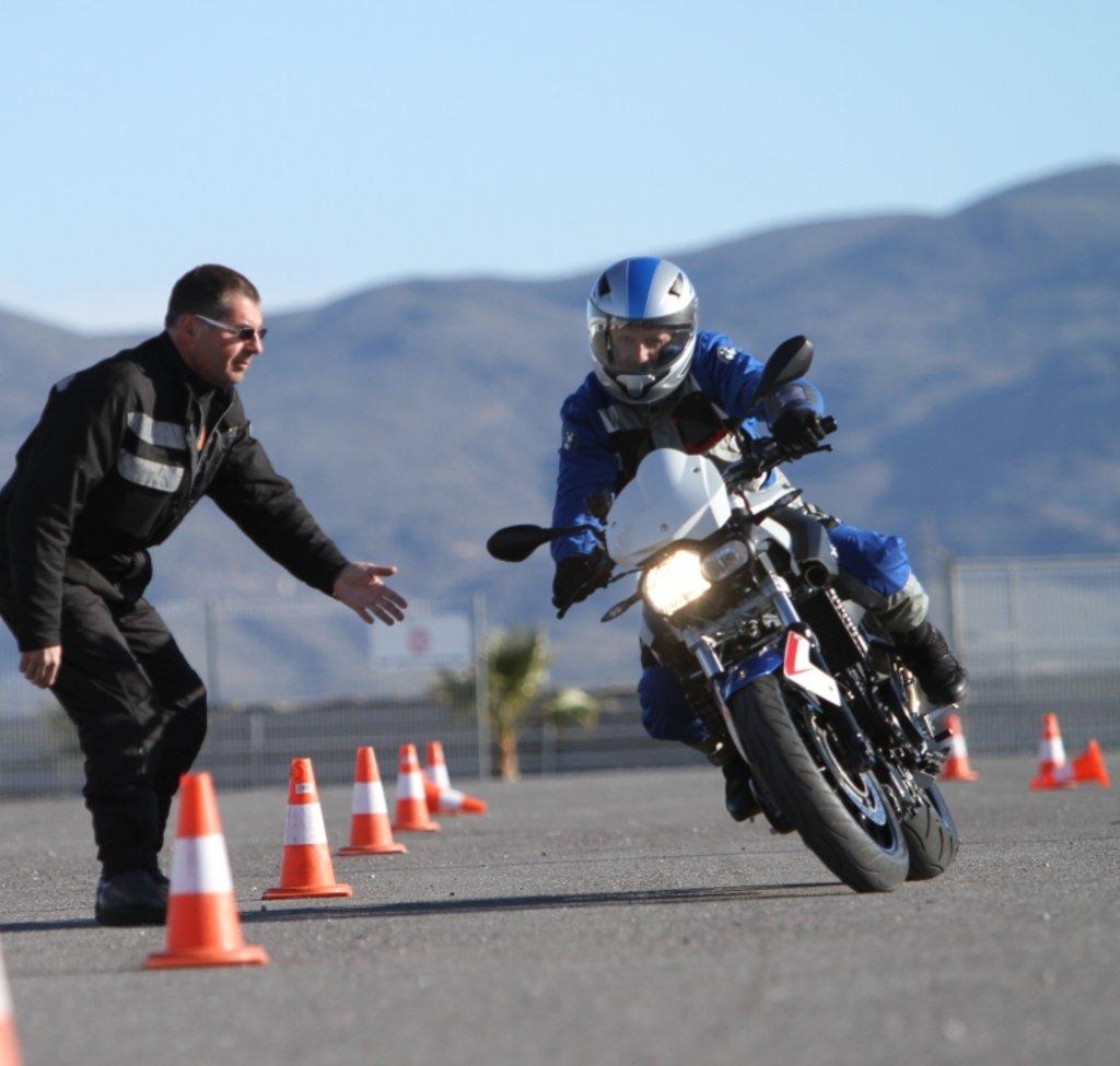 Автошкола: Обучение на мотоцикле в Авто-Профи, автошкола