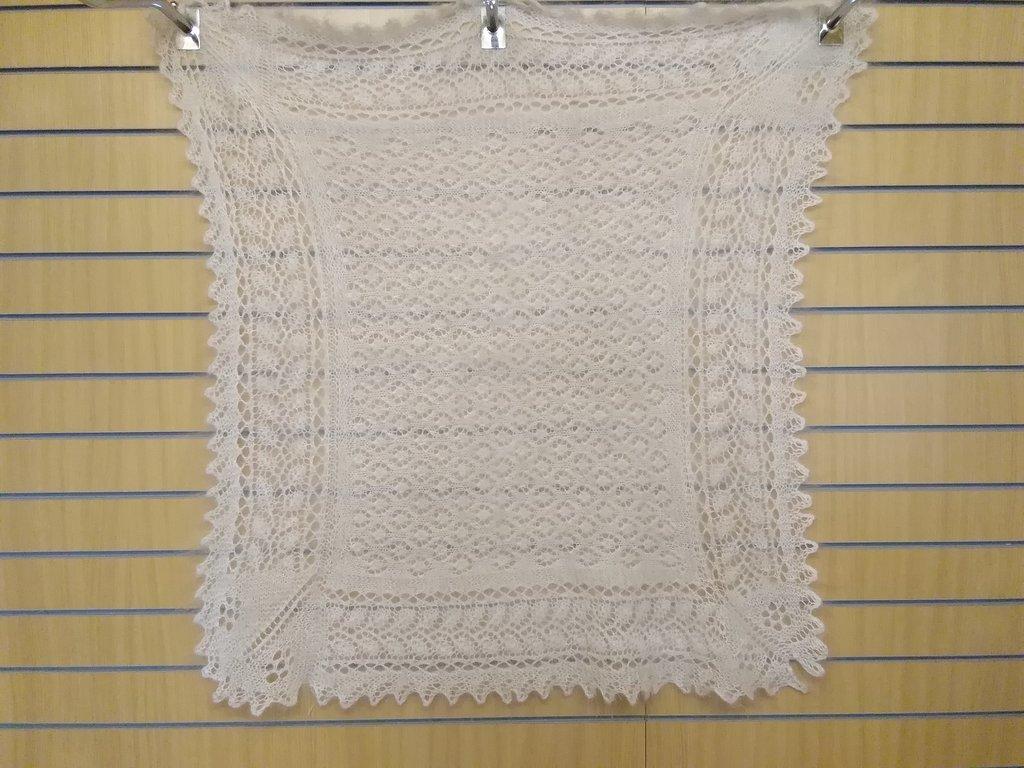 Манишки, шали, шарфы, платки, палантины: Платок ажурный белый из 100% пуха козы (110х110 см) в Сельский магазин