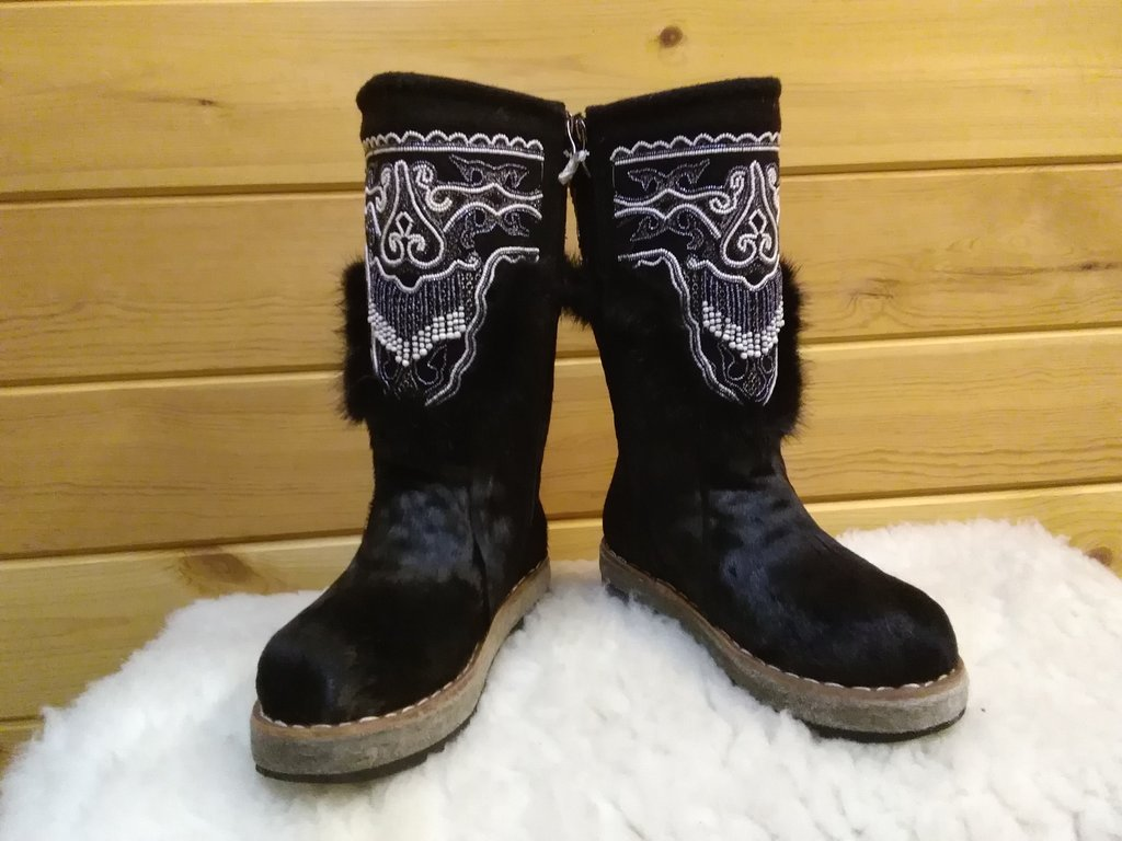 Унты, сапоги монгольские: Унты женские из конского камуса с бисером (чёрные) в Сельский магазин