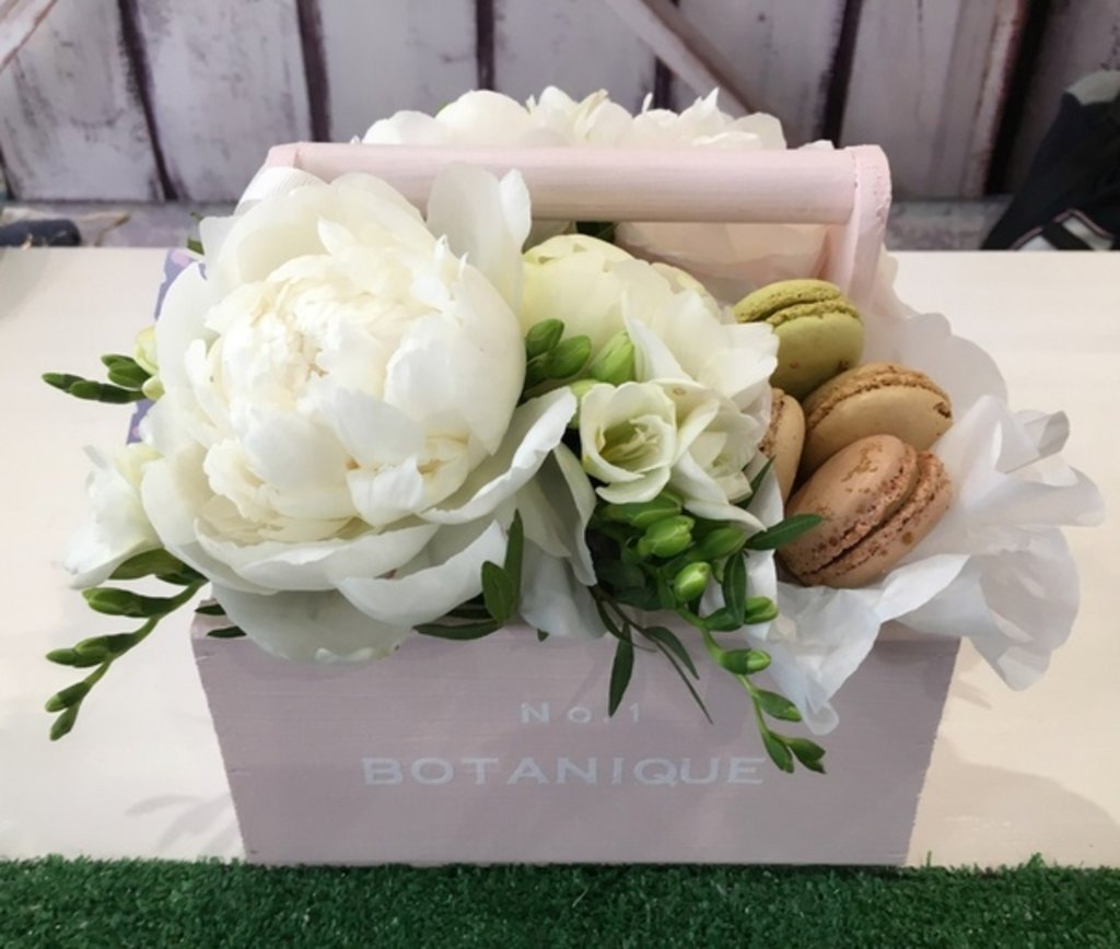 """Botanique CANDY: """"Botanique candy""""🍬 Цветы+сладости (Пионовидные розы+Макарунс) в Botanique №1,ЭКСКЛЮЗИВНЫЕ БУКЕТЫ"""