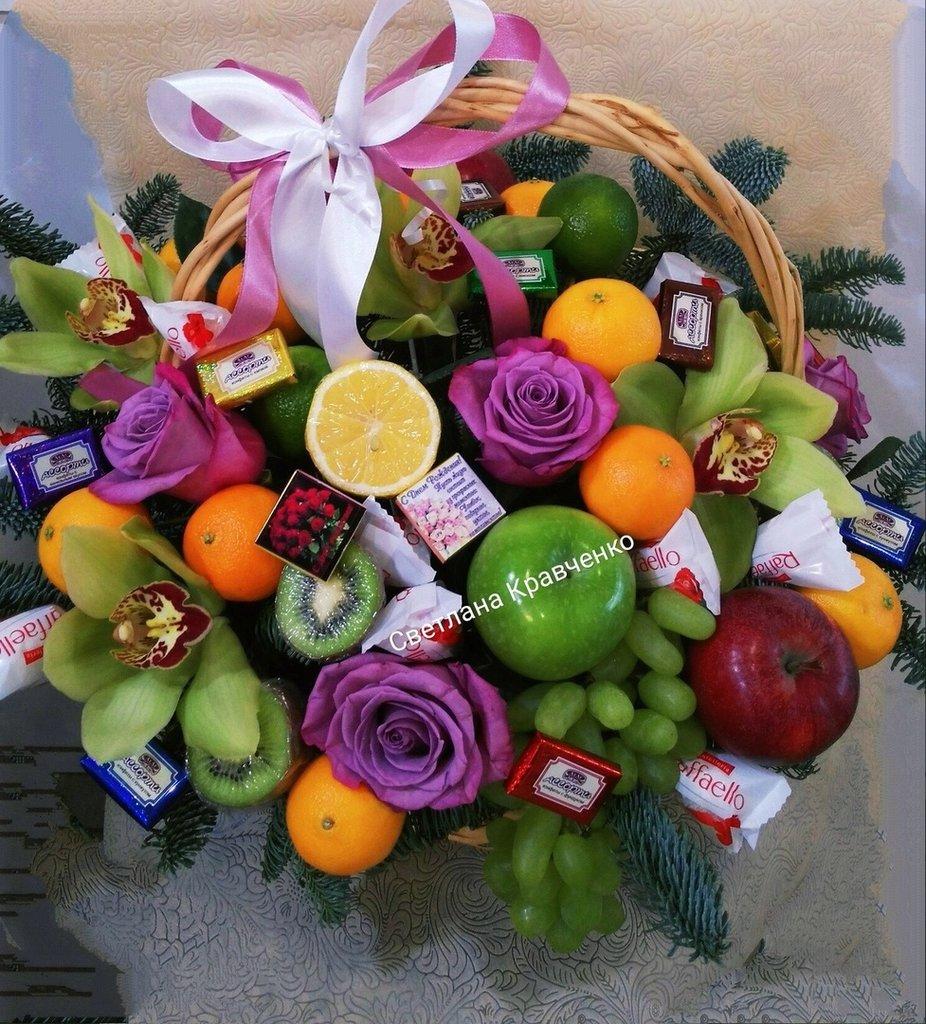 Букеты из конфет, фруктов, овощей, чая: букет из фруктов в Николь, магазины цветов