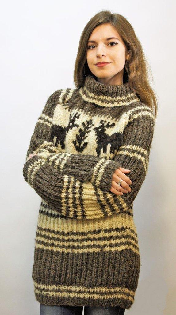 Женская одежда: Свитер из овечьей шерсти в Сельский магазин