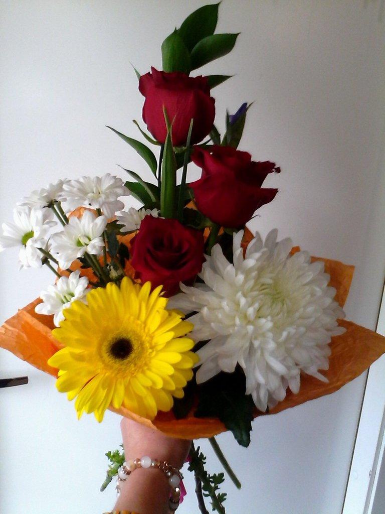 Букеты: Букет № 8 в Николь, магазины цветов