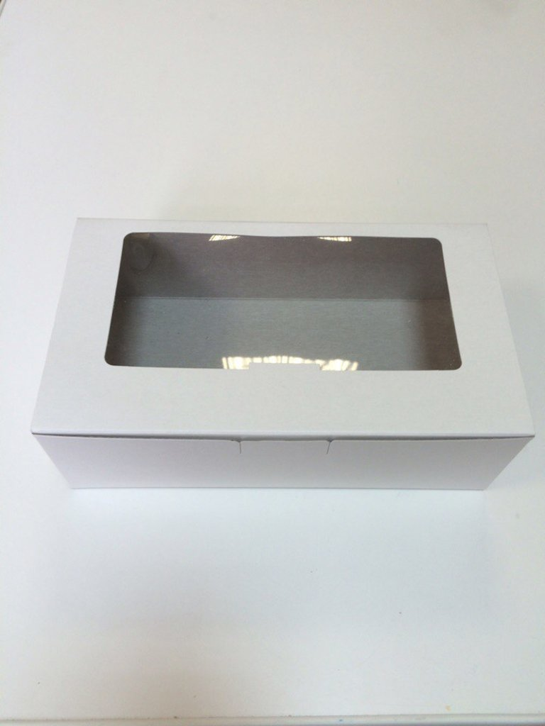 Коробки для кондитерских изделий: Коробка для кондитерских изделий с окошком    220*125*40мм в ТортExpress
