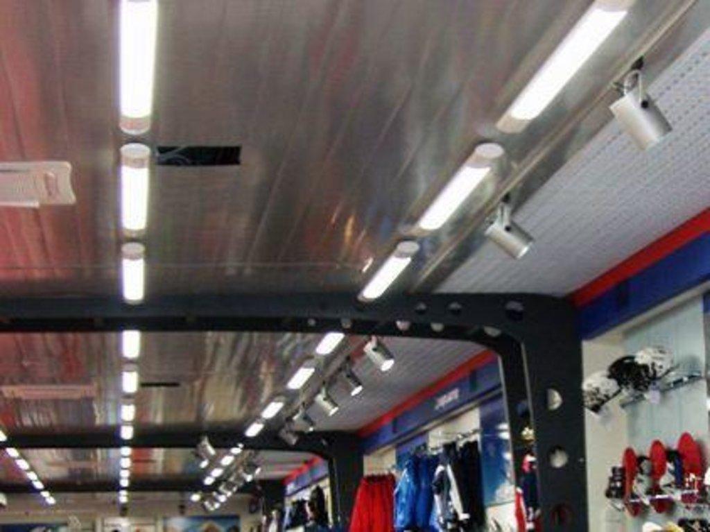 Реечные потолки: Реечный потолок CESAL C02  металлик  перф. в Мир Потолков