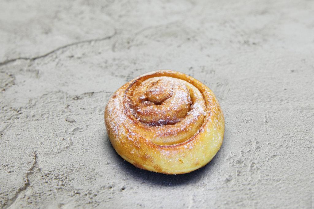 Десерты: Булочка с корицей в Сбарро