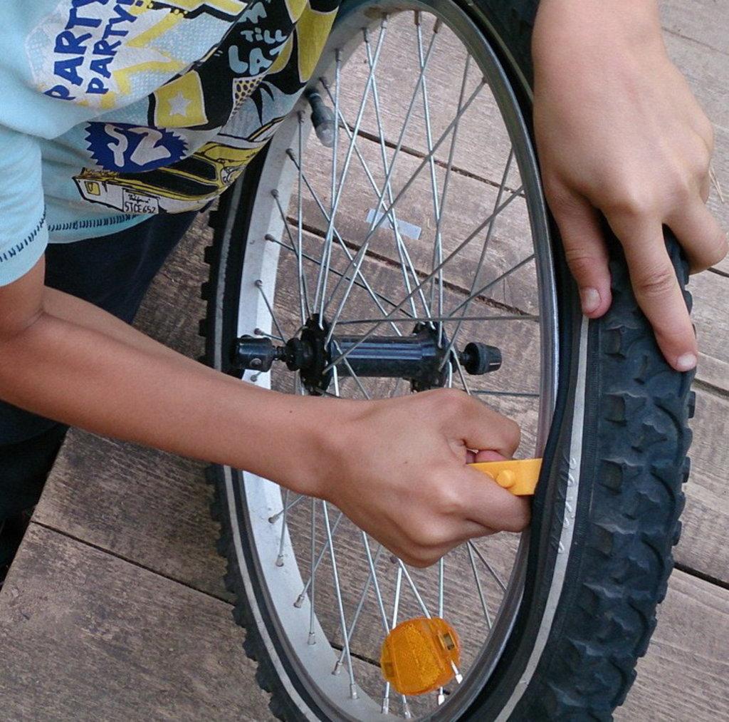 Ремонт велосипеда: Ремонт колеса велосипеда в Веломеханика
