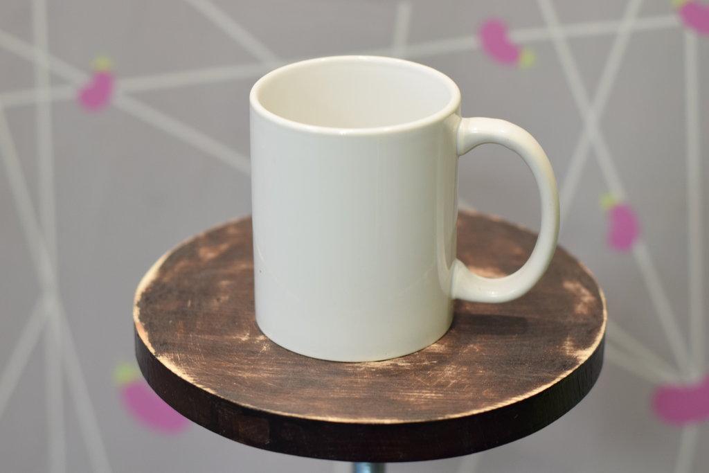 Чашки и кружки: Кружка керамическая белая в Баклажан, студия вышивки и дизайна