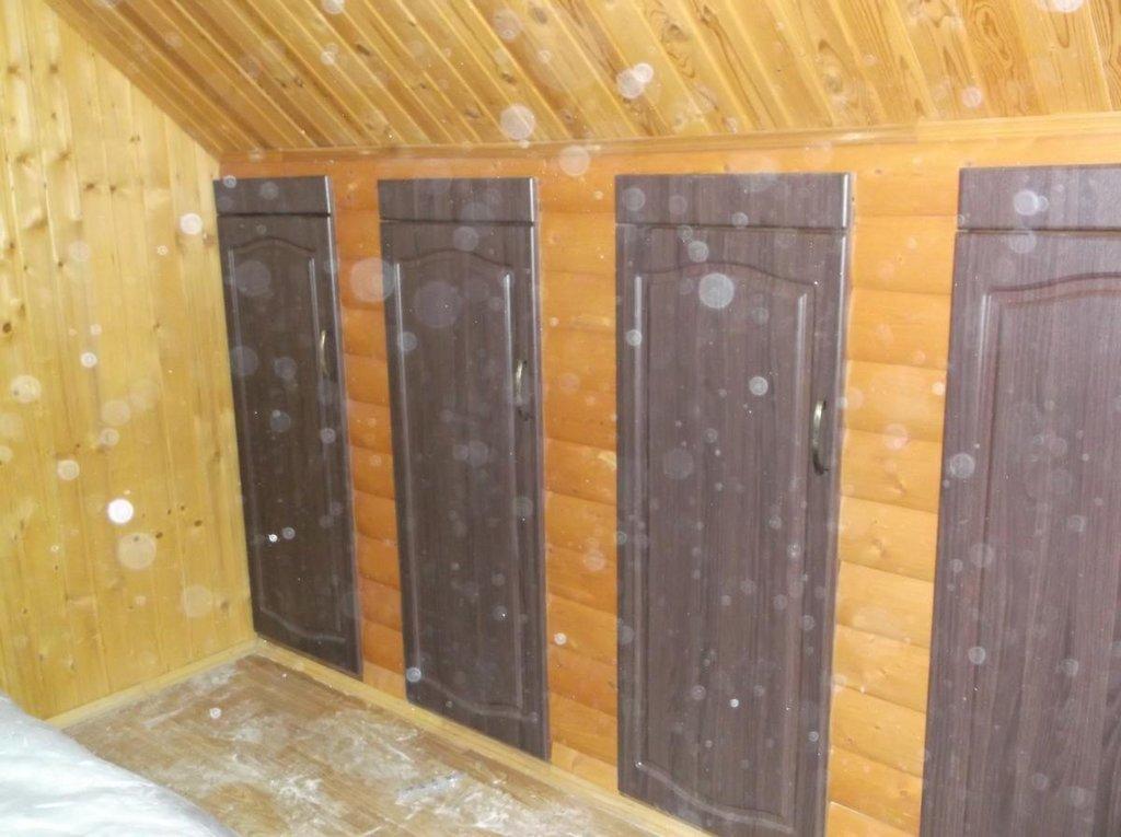 Прочее: Встроенные шкафы в мансардной крыше в Квадра Мебель